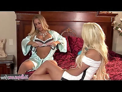 When Girls Play Nicole Aniston, Spencer Scott Blonde lesbos Licking Blonde Twistys