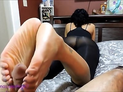 ebony hot girl with big feet giving footjob